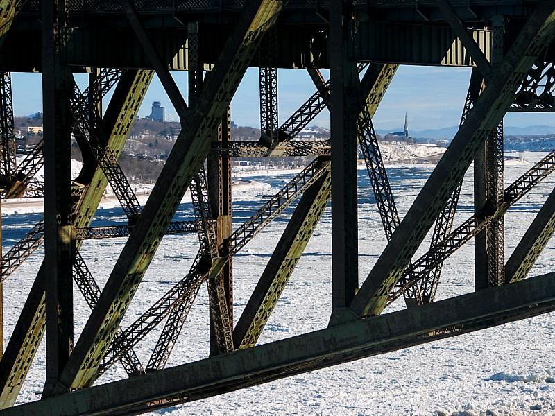 Pont de Québec et léglise de Sillery