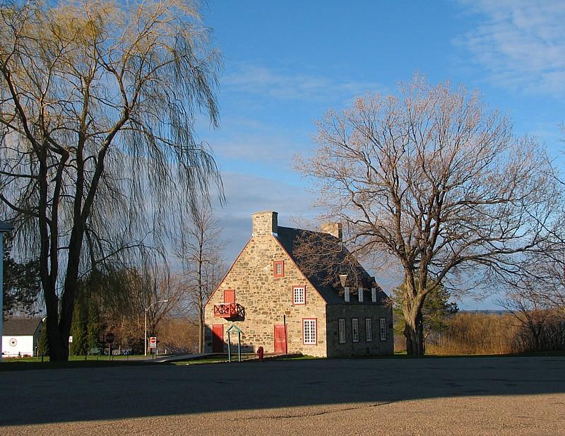 Maison canadienne , Deschambault photo - Michel CORBOZ ...