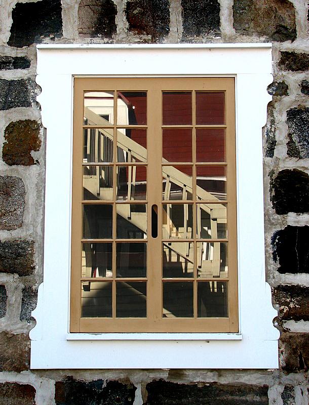 Lescalier dans la fenêtre