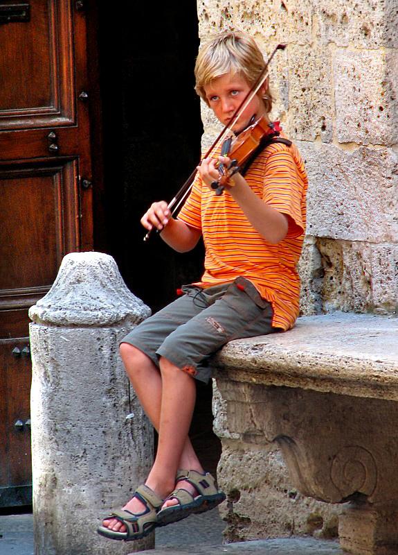 Sienne,  le jeune musicien