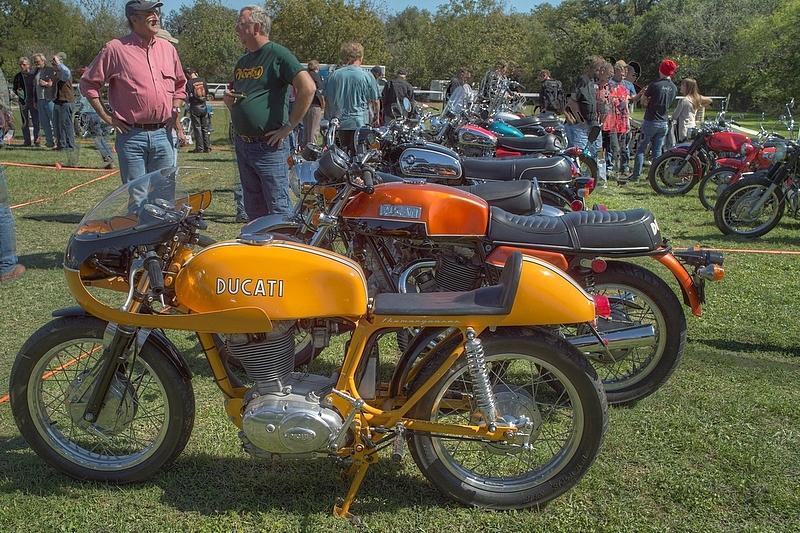 SDIM6834_5_6 - Ducati single and 750GT