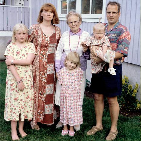 Johnsene og farmor Ella på Hällestrand