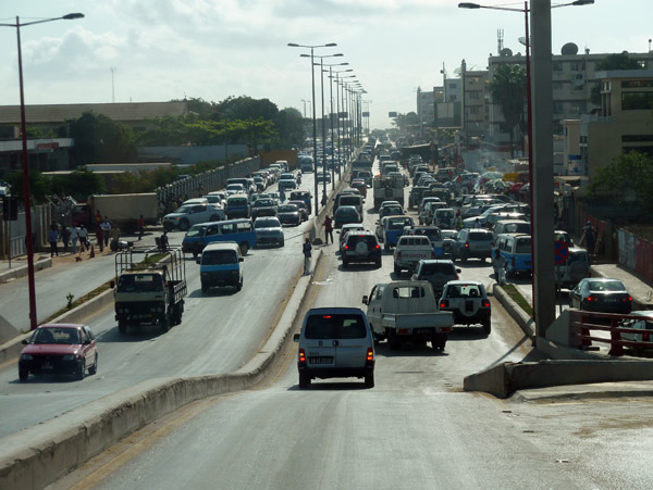 Luandas horrible traffic means it can take ages to get from the city center to the new district of Luanda Sul