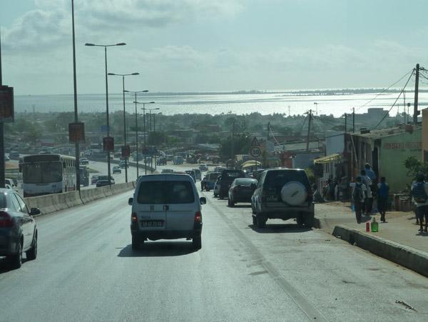 Southbound on Rua da Samba towards Luanda Sul