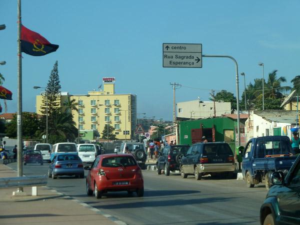 Rua da Samba, Luandas big north-south road