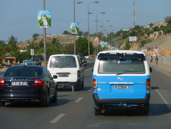 There are no normal taxis in Luanda - either very expensive private cars or very cheap blue minibusses