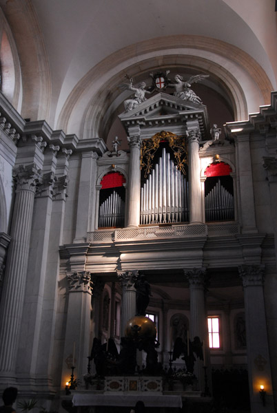 The organ of San Giorgio Maggiore incorporated into the main altar