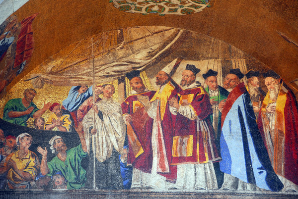 San Marco Mosaic, façade - The arrival of St. Marks body in Venice, above St. Clements Gate