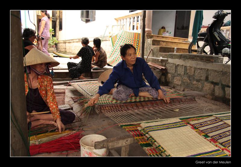 9556 NhaTrang, mat weaving lady