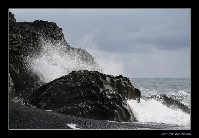 1547  breaking waves on basalt beach of  Dyrhólaey