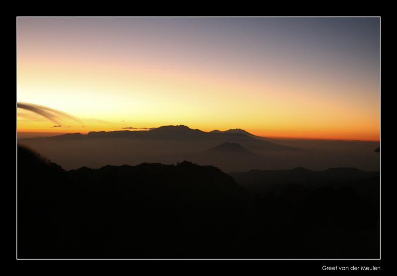 4086 Indonesia, Bromovulcano at sunrise