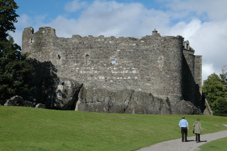 Walking up to Dunstaffnage Castle