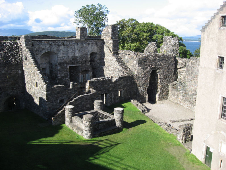 Dunstaffnage Castle courtyard and well