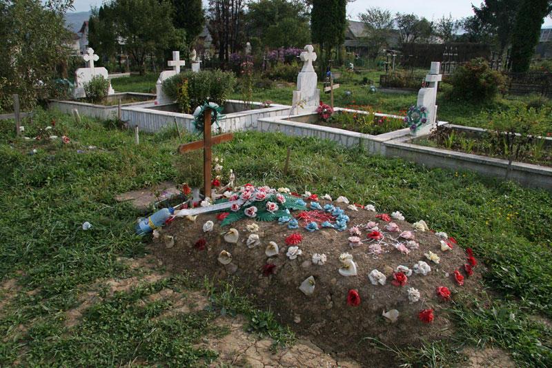 decorated grave in Maramures