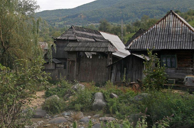 poor houses in Botiza