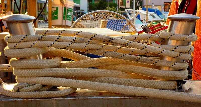 Big crossed ropes