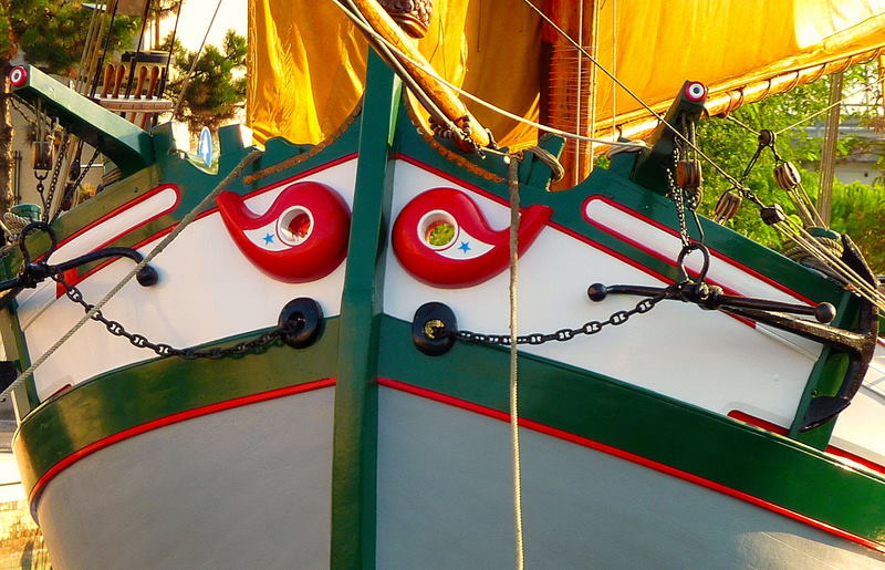 Travel boat: the Bow