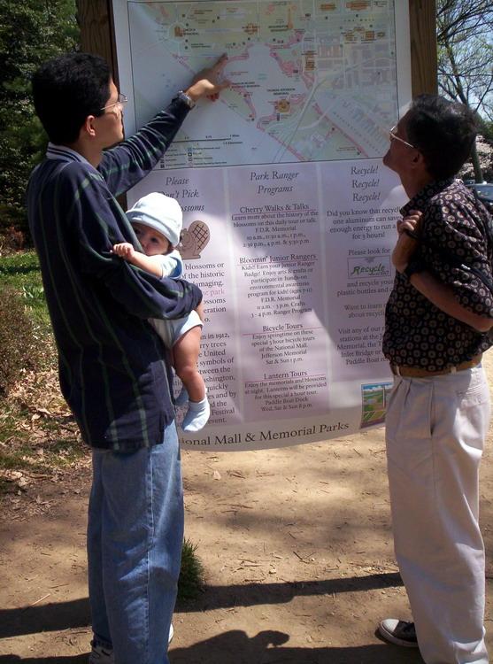 Viendo el mapa del area de los monumentos