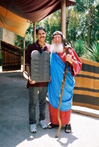 Moisés con Moisés en Holly Land, Orlando