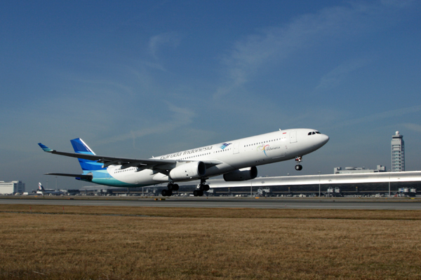 GARUDA INDONESIA AIRBUS A330 300 KIX RF IMG_5530.jpg
