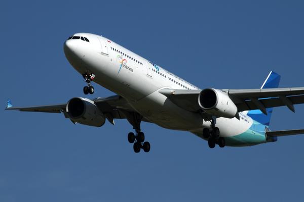 GARUDA INDONESIA AIRBUS A330 300 MEL RF IMG_8027.jpg