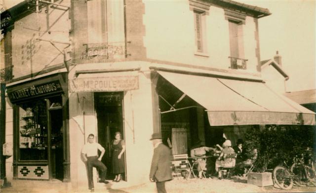 En 1910 - Cafe a langle Maximilien Robespierre et Legendre