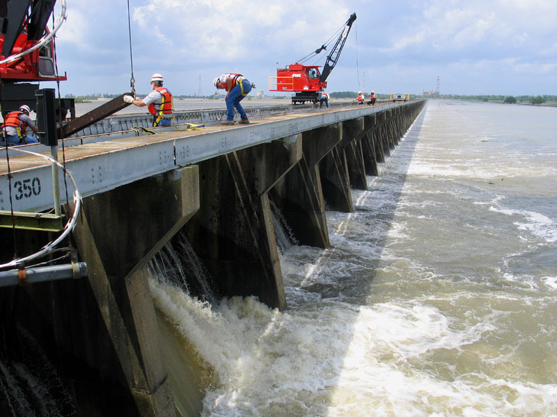 The Lifting of the First Needle Officially Opens the Spillway - 2008