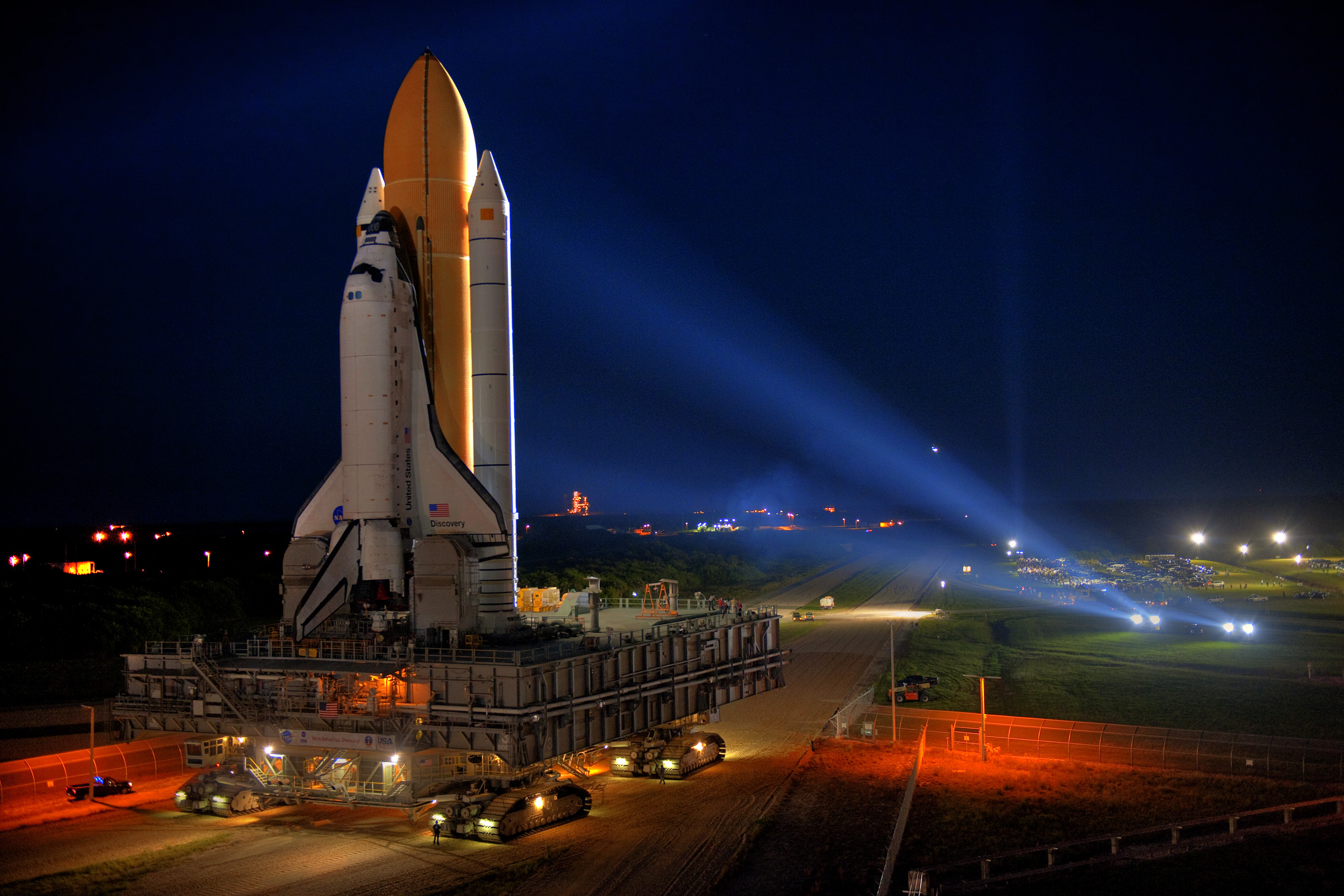 STS-133-rollout_9-20-10_tanner_8146 2.jpg