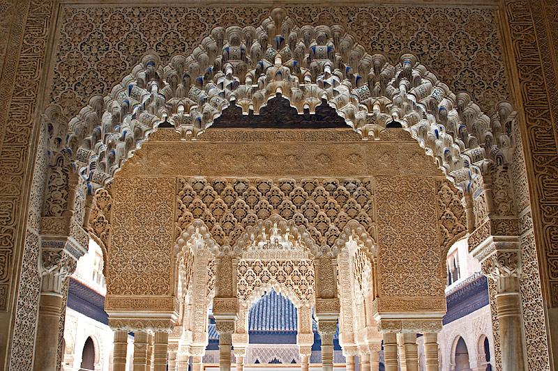 Alhambra: Palacio Nazaries: Patio de Los Leones