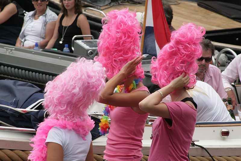 Girls with pink hairdo