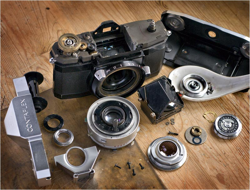 Zeiss Ikon Contaflex cleaning and lubricating photo - Jean