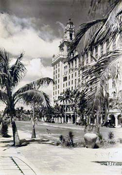 1920s The Roney Plaza Hotel On Miami Beach