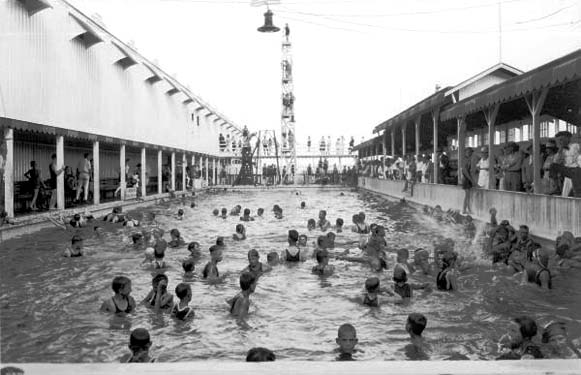 1921 - Swimmers at Smiths Casino