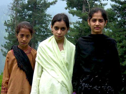 Local girls at Lawen