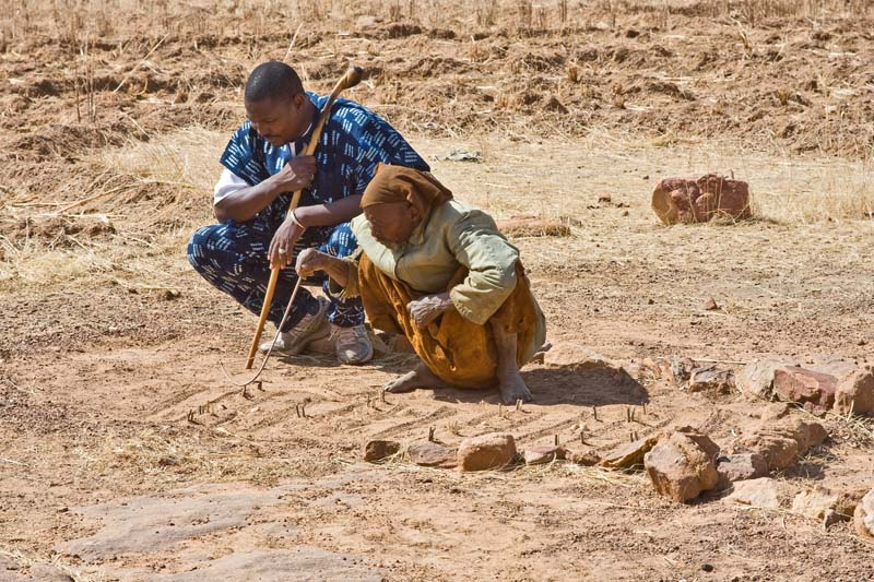 Apeni & a Dogon Diviner Interpreting Fox Tracks