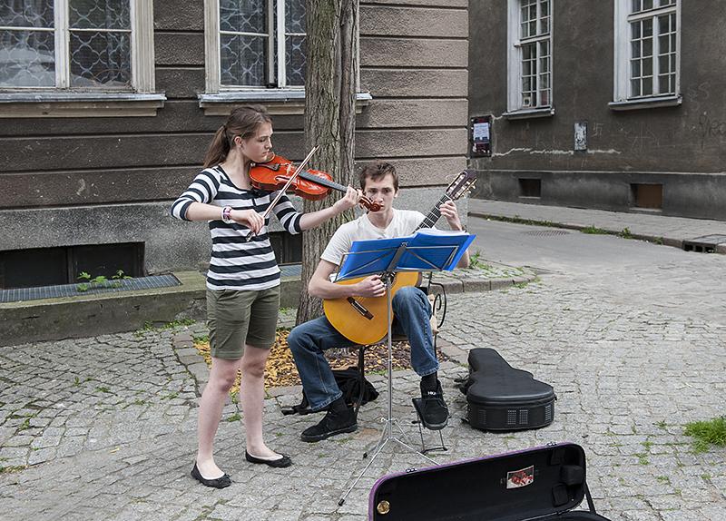 Street entertainment (2)