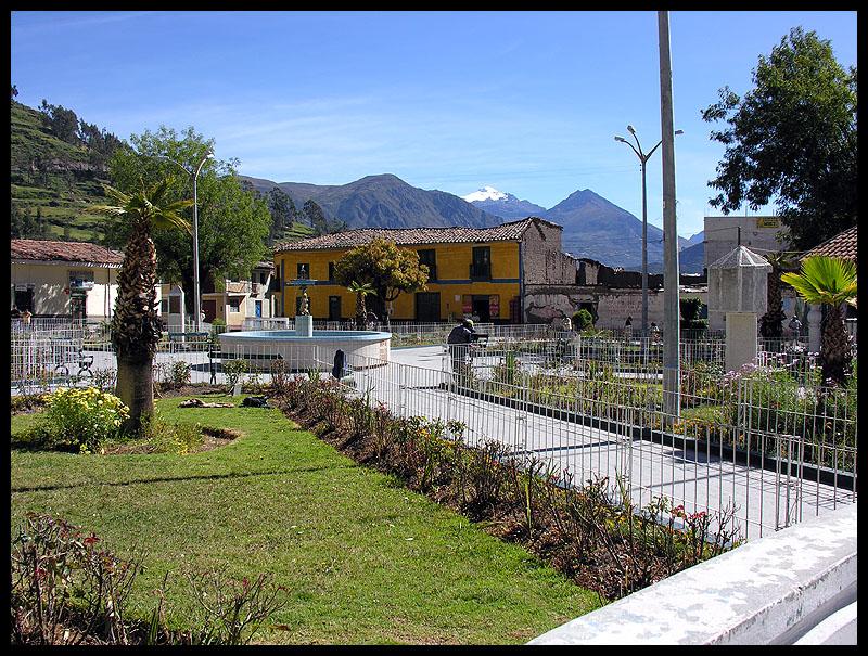Chiquian plaza
