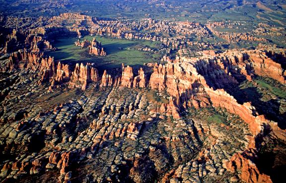 (SG20) Joint pattern in Chesler Park, Canyonlands National Park, UT