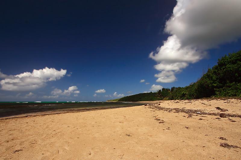 Nubes, mar y arena (Vieques)