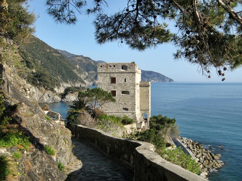 Cinque Terre. Monterosso al Mare. Torre Aurora