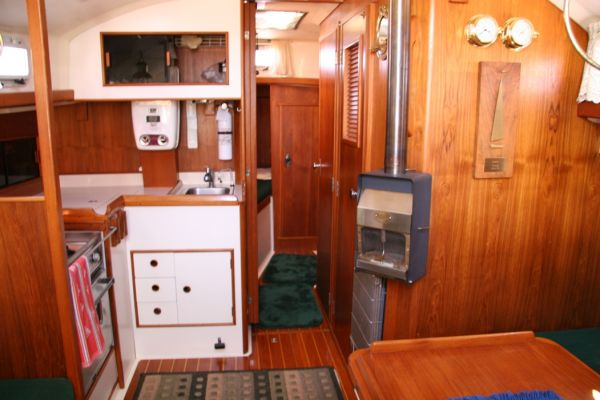 galley to port, head to strbd