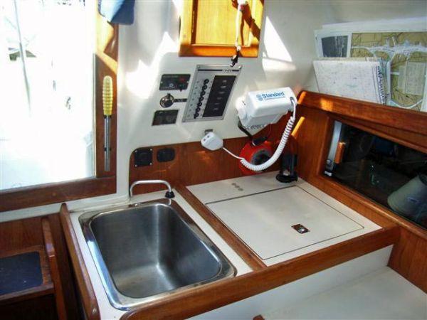 galley / elec. panel / VHF