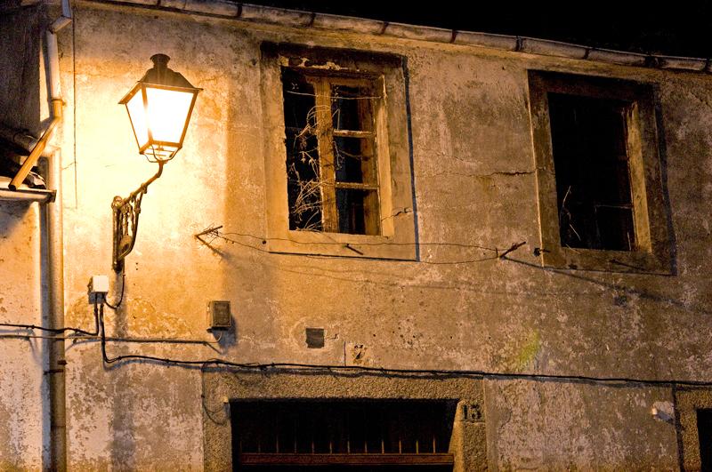 Preciosas fachadas muy bien iluminadas