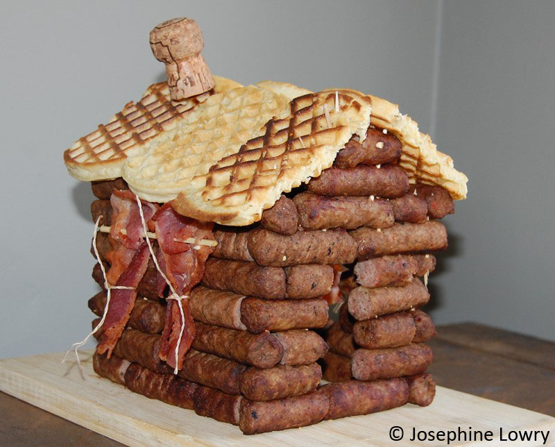 sausage log cabin with bacon curtains : 3/4 view