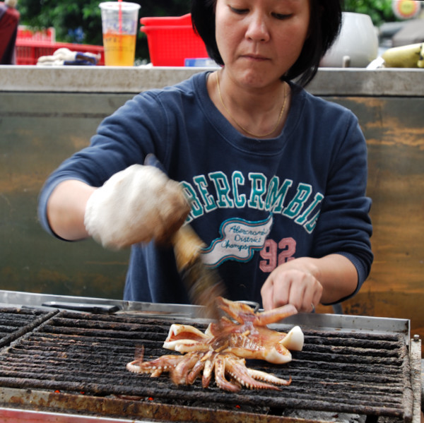 BBQ seafoods are very popular in Taiwan