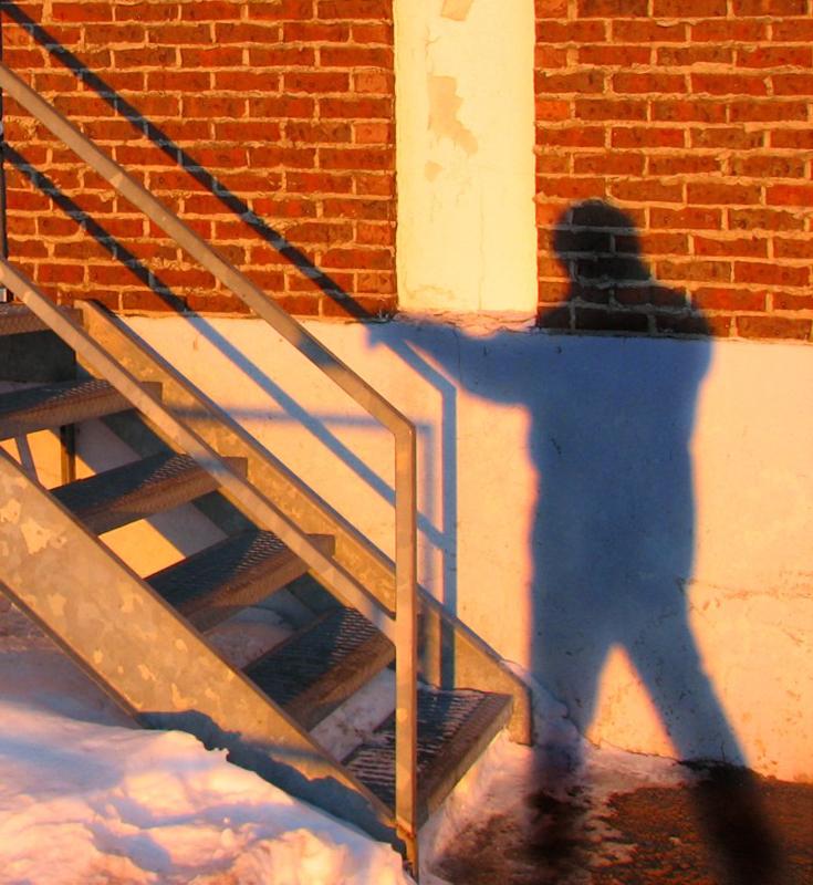 Lombre montant lescalier