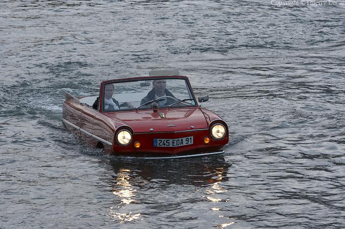 Walk on the Seine (Paris) , in an amphibian car
