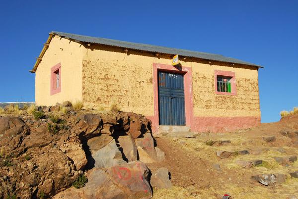 Freestanding stone house near Atuncolla