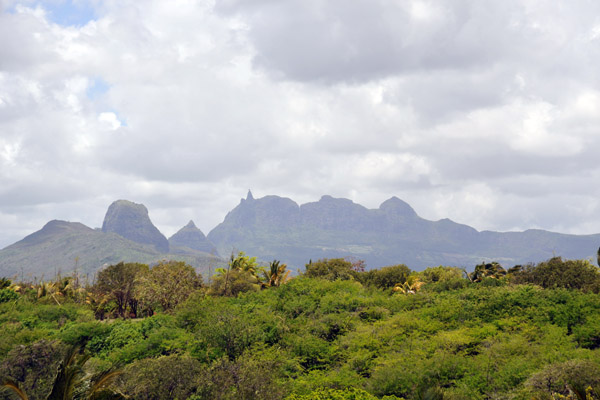 The mountains of Central Mauritius from La Plantation