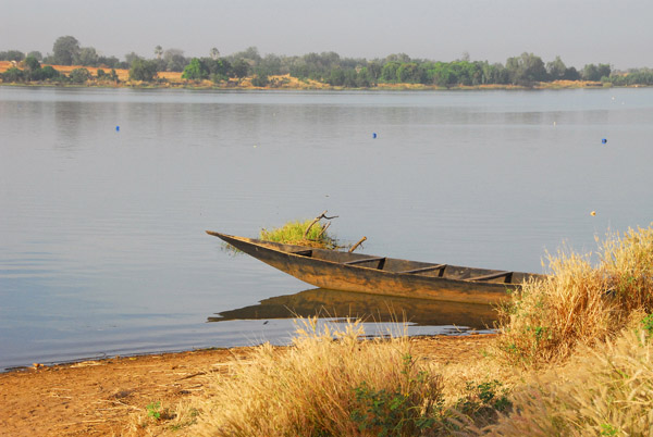 The larger settlement of Bafoulabé is on the opposite side of the Senegal River